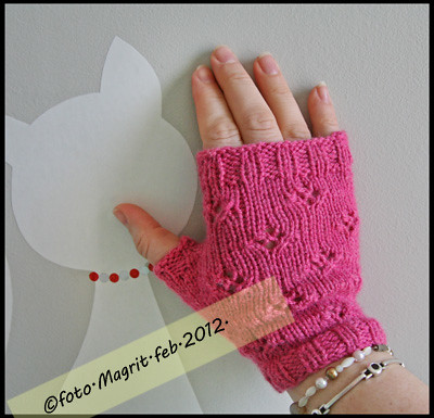 pink little fingerless