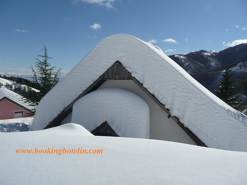 Snow cottage by Booking Hotel IN
