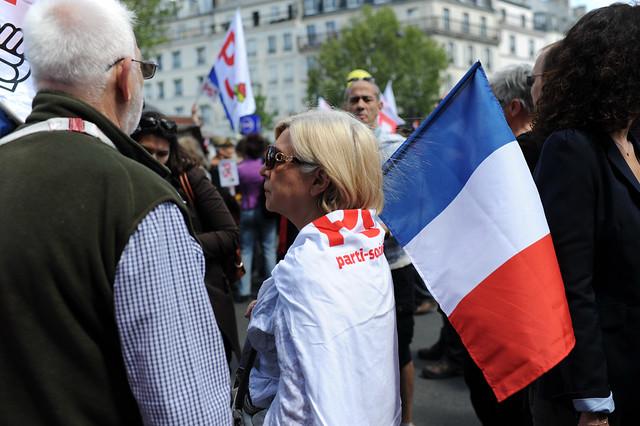 Défilé du 1er Mai 2012 : le rouge et le tricolore ensemble - © Razak
