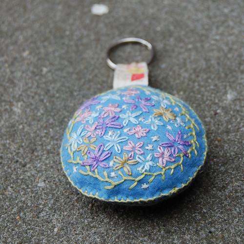 Studio Paars embroidered felt Key chain Bag charm geborduurd vilt tashanger sleutelhanger