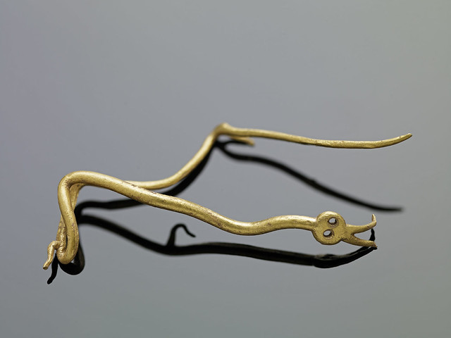 Two intertwined gold snakes from the Staffordshire Hoard