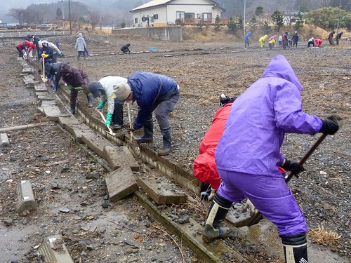 牡鹿半島でボランティア(ボランティアチーム援人) Volunteer at Oshika Peninsula(Miyagi pref), Deeply Affected by the Tsunami of Tohoku Earthquake