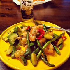 Shrimp n veggies. Ignore the beer.