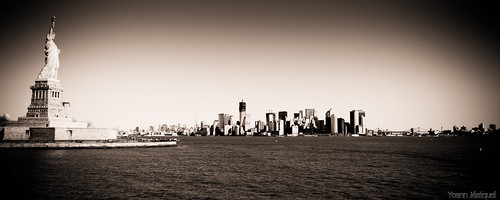 New York City - The Statue of Liberty - USA by Zeeyolq Photography
