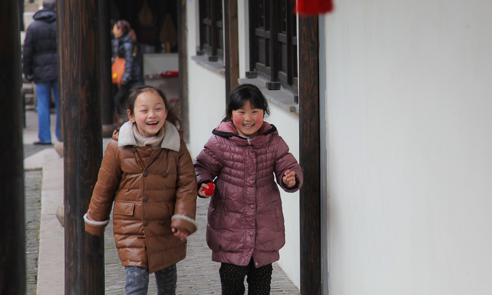 Girls Playing in Zhouzhuang