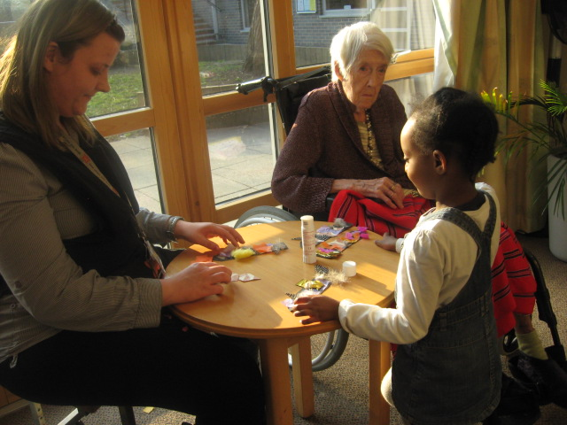 Luton Street children help the elderly
