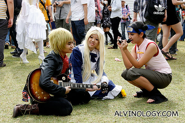 I like it when I spot cosplayer taking photo of cosplayer