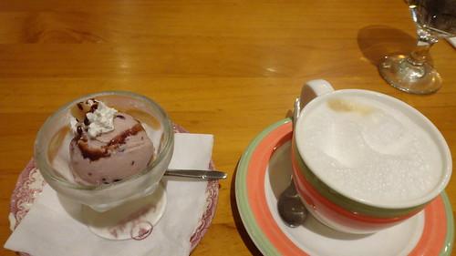 紅豆冰淇淋與熱拿鐵