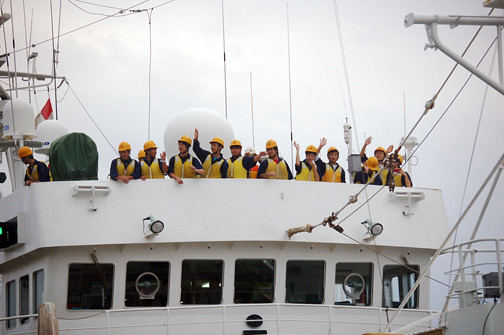 waving goodbye Shinkai Maru