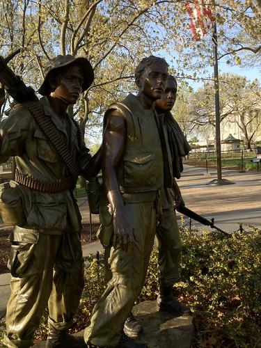 viet nam memorial statue