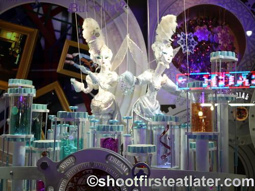 Macy's NYC holiday window display-2