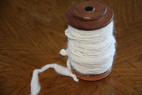Spool with single-ply alpaca yarn