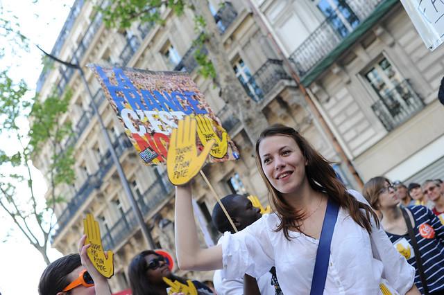 La main jaune de SOS Racisme a fait un retour remarqué - © Razak