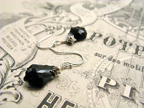 Baroque Nouveau short earrings in black