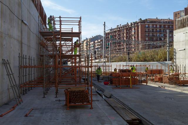 Levantando bastida junto a puente de Sant Adrià - 15-02-12