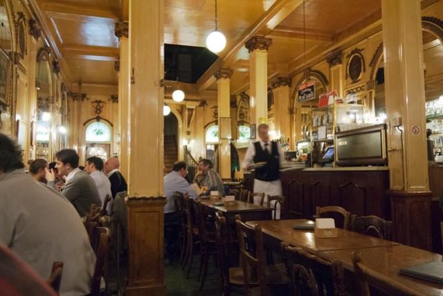 Interior de la cafetería