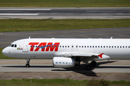 TAM   Airbus A320 @ ABGR