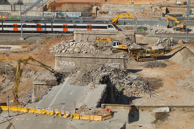 Vista de los trabajos de demolición del antiguo puente del trabajo - 13-03-2012
