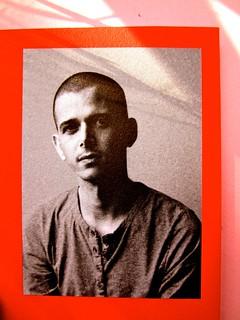Abdellah Taïa, Ho sognato il re, ISBN 2012. Grafica: Alice Beniero. Risvolto di copertina, fotog. b/n dell'autore [resp. non indicata] (part.), 2
