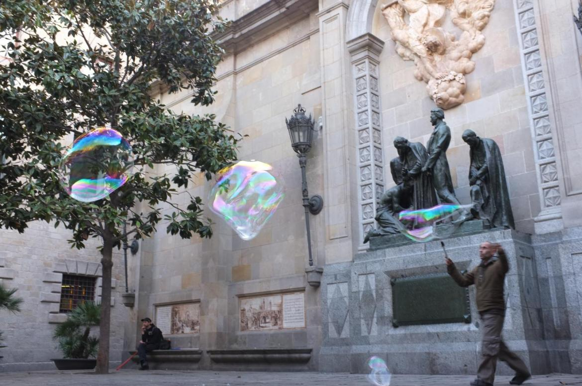 another gigantic bubble-maker
