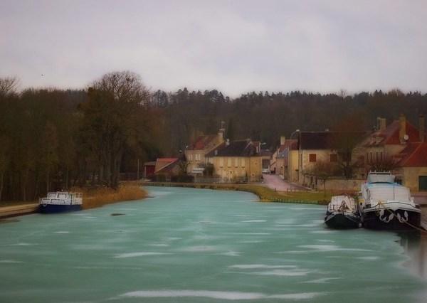 Canal de Bourgogne gelé à Tanlay