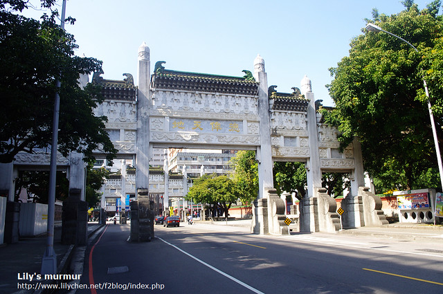 這是往孔廟跟忠烈祠的入口牌樓。