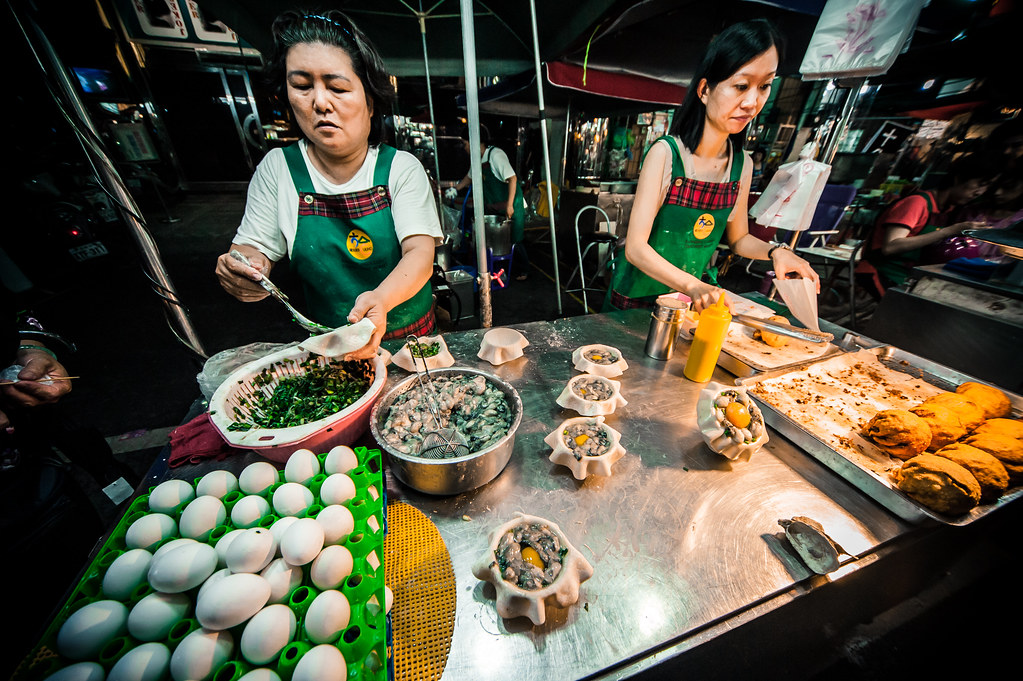 Kaohsiung Night Market (not where I got the dirty longans | Nikon D700 Sigma 12-24 lens F6 1/125 ISO 1600