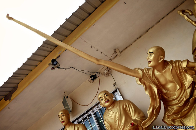 Long armed Buddha Statue