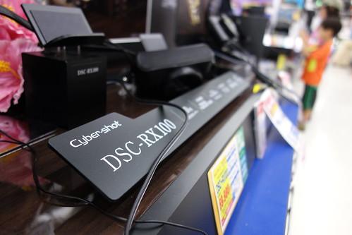 SONY Cybershot DSC-RX100 f/2.2 28mm