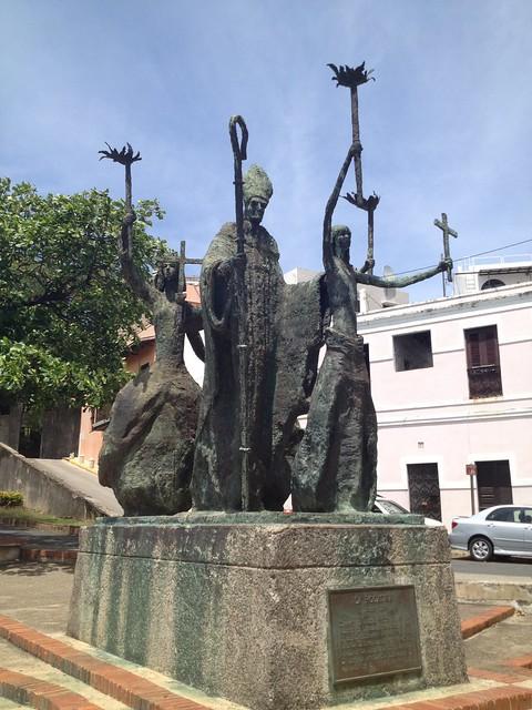 La Rogativa statue