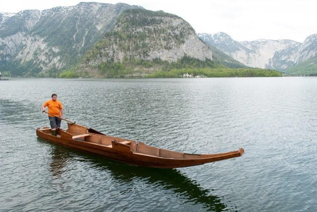 不知道是遊船還是當地送貨的船?