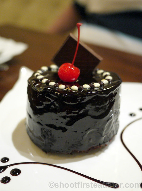 Maitre Chocolatier Boutique Cafe- hidden desire - Lindt moist dark chocolate cake P320