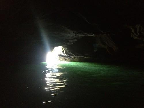 洞窟なう。