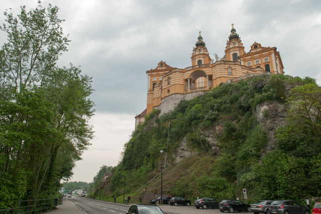居然可以在這麼險峻的地勢蓋這麼華麗的城堡,實在厲害