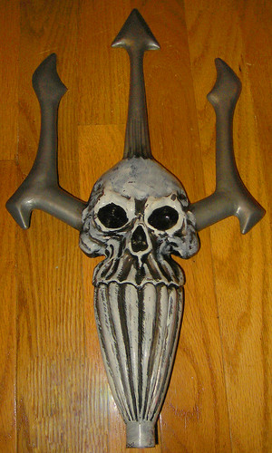20120505 - yardsale booty - 1 - skull trident thing - IMG_4132