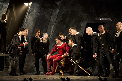 Vittorio Grigolo as Duke Of Mantua, Zhengzhong Zhou as Marullo and Pablo Bemsch as Matteo Borsa with the chorus in Rigoletto