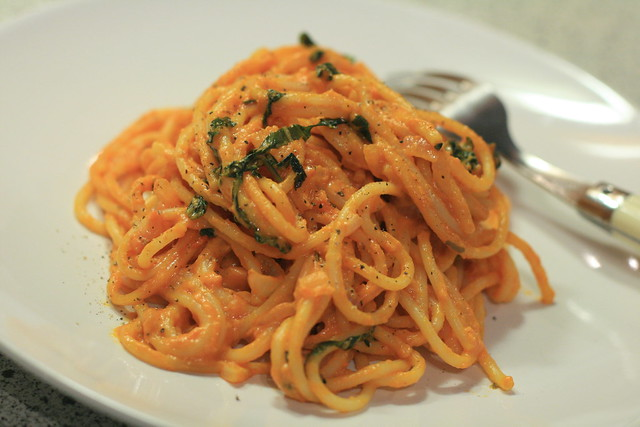 Mascarpone tomato sauce with basils