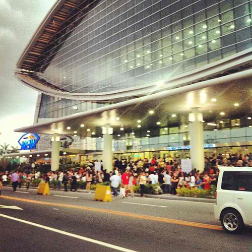 fans lining up at SM Arena for Born this Way Ball Manila