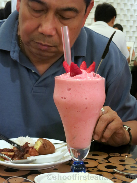 new dishes at Lugang Cafe- strawberry smoothie