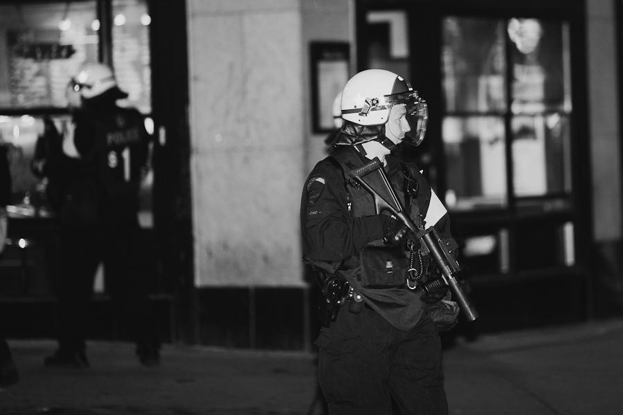Dans la nuit du 16 au 17 Action locale: MANIFESTATION : BLOQUONS LA LOI SPÉCIALE COMME ON BLOQUE LA HAUSSE ! [photos Thien V]