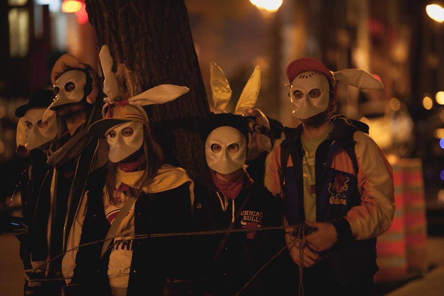 """Criss de gros Carnaval Sombre & Marche nocturne lumino-silencieuse contre """"l'offre"""" et la hausse [photos Thien V]"""