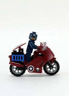 6865 Captain America's Avenging Cycle - Right Side