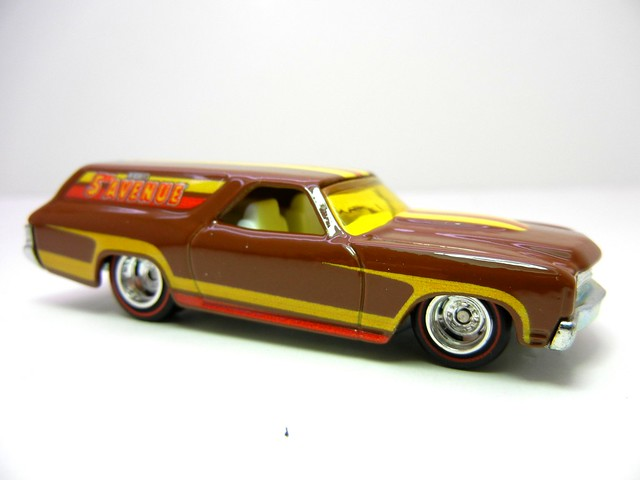 hot wheels nostalgia hersheys 5th avenue '70 chevelle delivery (2)