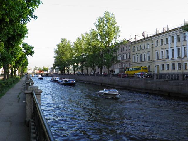 Экскурсионные теплоходы на Крюковом канале // Sightseeing ships in Kryukov canal
