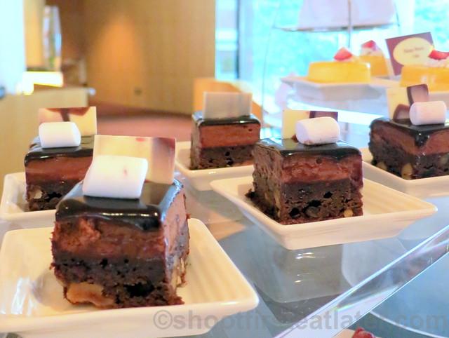 chocolate & praline mousse