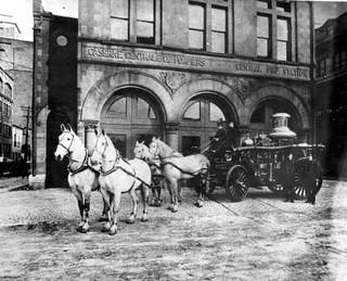 Véhicule d'incendie à chevaux, caserne d'Youville