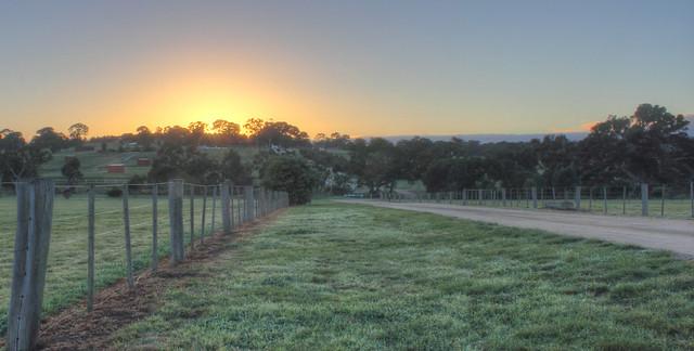 Sunrise over Woodlands Homestead 2012-05-20 (_MG_8076_7_8)