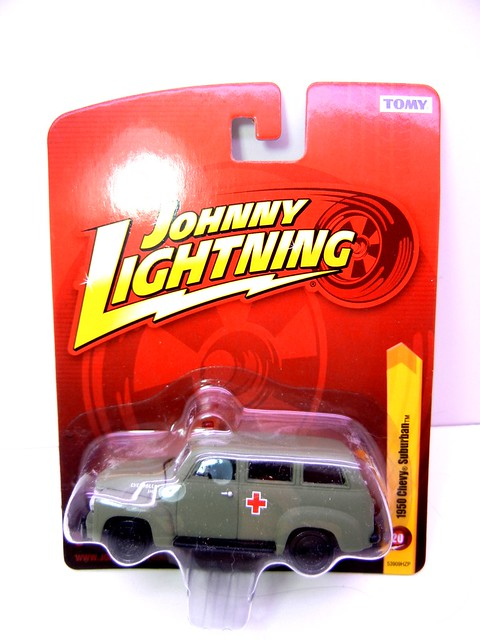 johnny lightning 1950 chevy suburban army green ambulance (1)