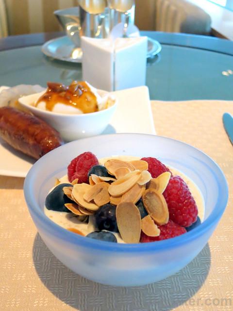 bircher muesli with blueberries & raspberries