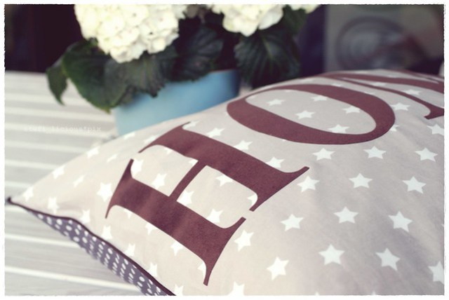 home_pillow_stars_brown3